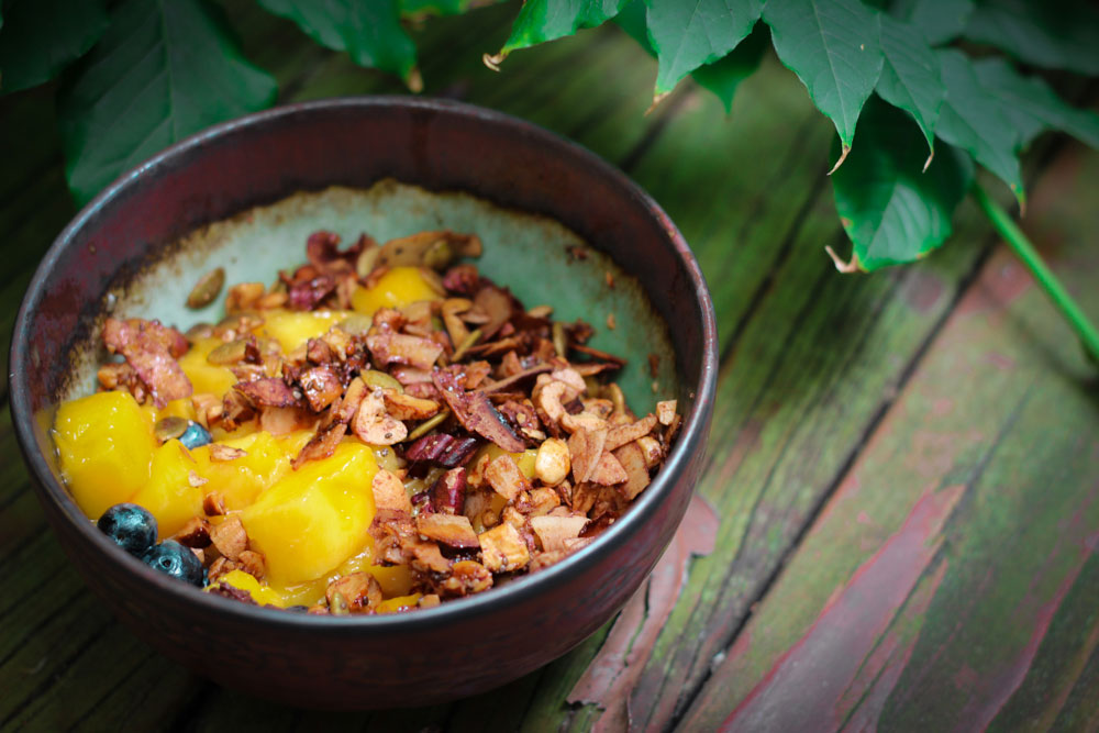 My typical morning breakfast in Oz... mangoes and homemade granola