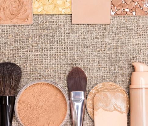 Natural acne safe makeup