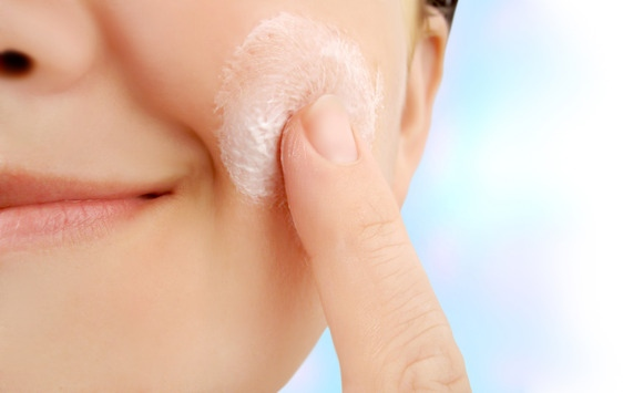 How to properly moisturize for acne free skin